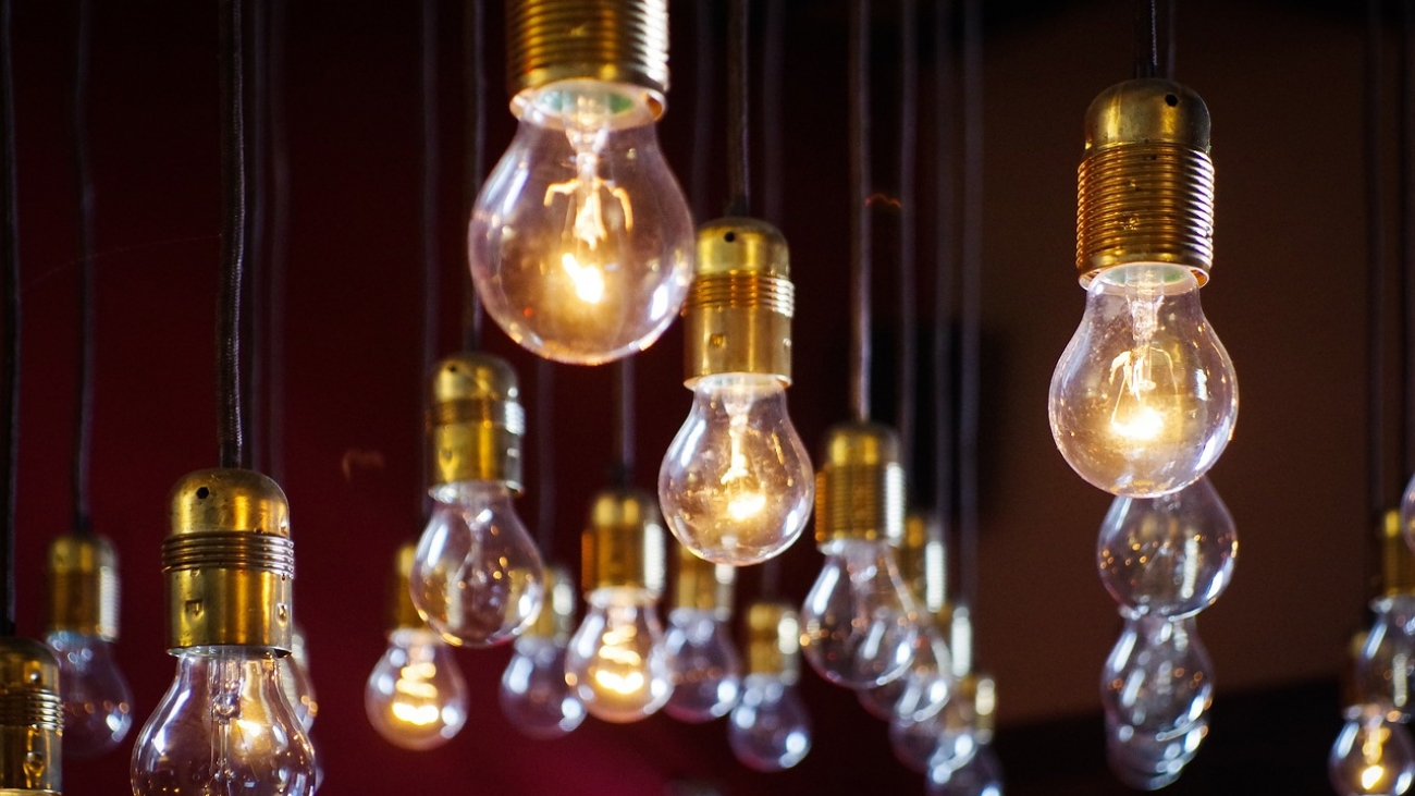 light-bulbs-918581_1280
